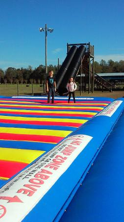 Conway, ساوث كارولينا: One of the largest bouncy jump flip run inflatables, this is just a portion shot of it