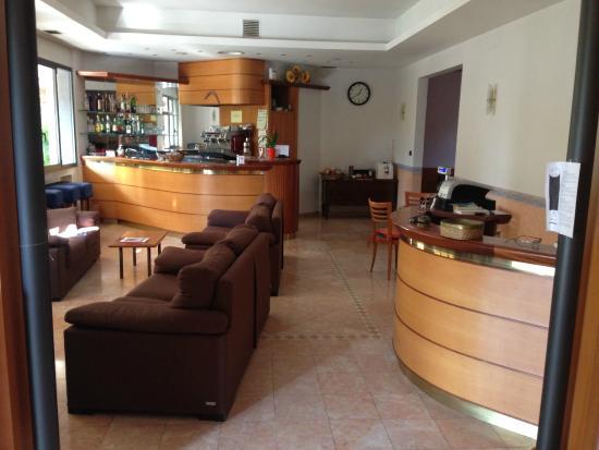 Hotel Serena : Bar e reception