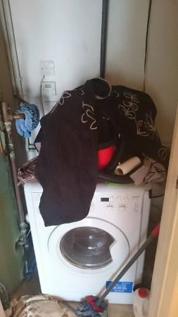 Comfort Zone-Vista Serviced Apartments : At least there was a washing machine available to wash the dirty items left
