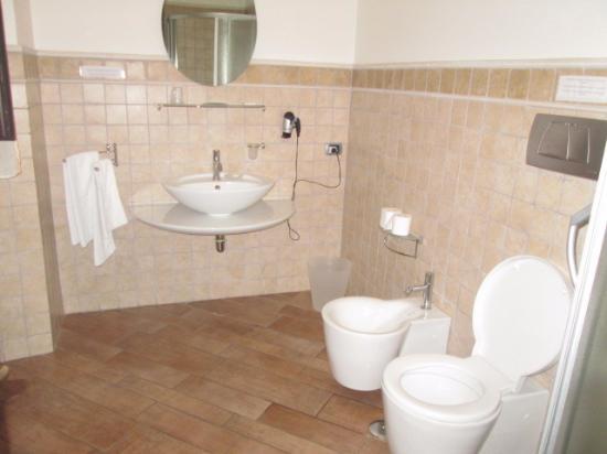 B&B Corso 22: Bathroom with Bidet- Apartment