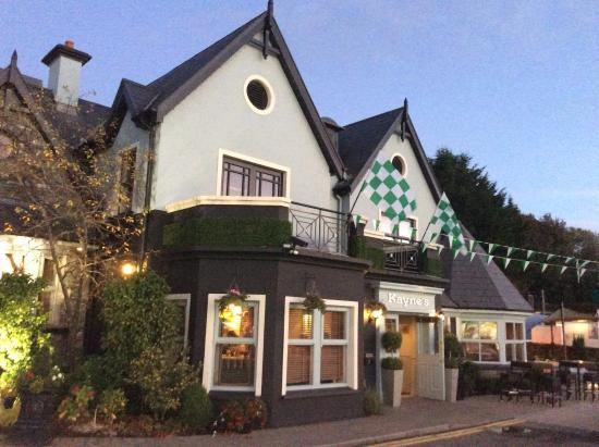 Kayne's Bar & Bistro: Kayne's Bistro and Bar, Killarney, Ireland - front view - main avenue