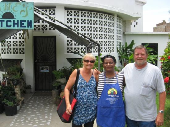 Corozal, Belice: June's Kitchen, FANTASTIC!!!