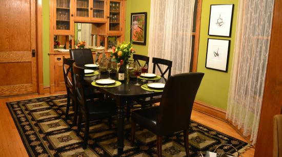 Chicago Guest House on Lakewood Ave / Shoreline Suite: Formal Dining