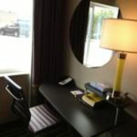Super 8 Pocatello: Room Desk