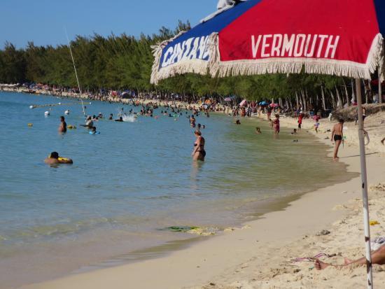 Tarisa Resort & Spa: spiaggia pubblica di Mont choisy