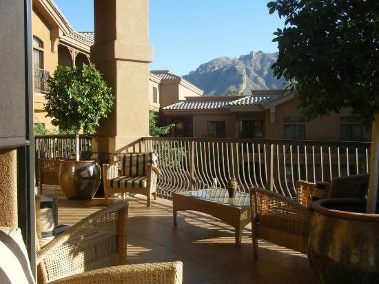 Embassy Suites by Hilton Tucson Paloma Village: Exterior Balcony