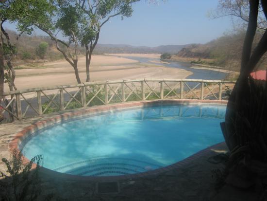 Bridge Camp: Luangwa river from poolarea