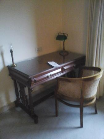 Hotel Meghniwas: writing desk in the room