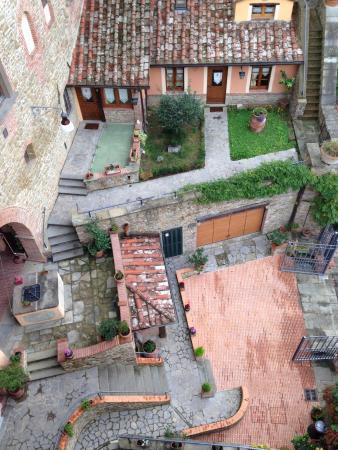 Καστιλιόν Φιορεντίνο, Ιταλία: The view of the courtyard