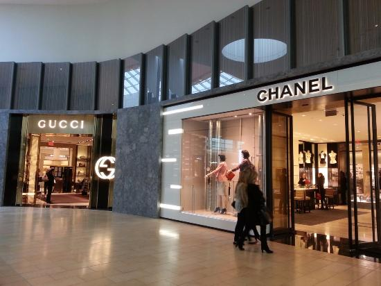 14c5ed1c56 Yorkdale Shopping Centre