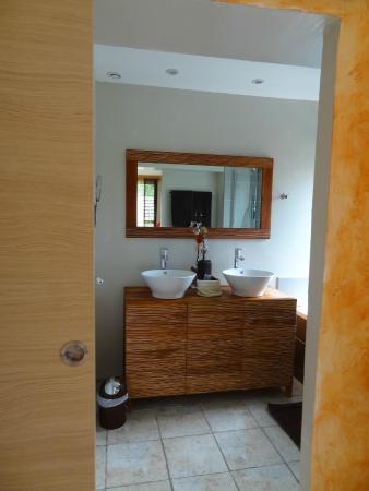 Salle de bain l\'Ensoleillade - Picture of Chambres d\'Hotes el ...