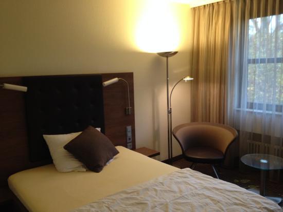 Hotel Fuchsen: Ausreichend großes Zimmer