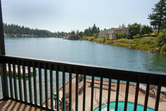 Lakeshore Inn: Lake View