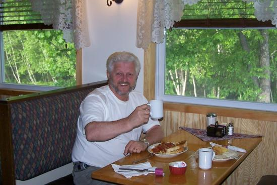 Mollyockett Motel: Meet Tim one of the owners! Join us for breakfast!