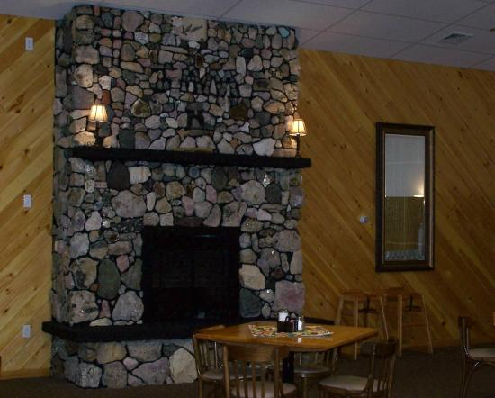 Mollyockett Motel: We have a beautiful fireplace in the Crosstone Restaurant that has rocks from all over the world