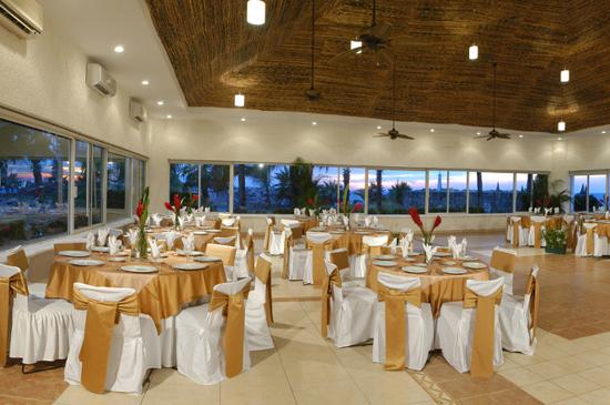 El Cid Marina Beach Hotel: Marina Beach Club Saloon