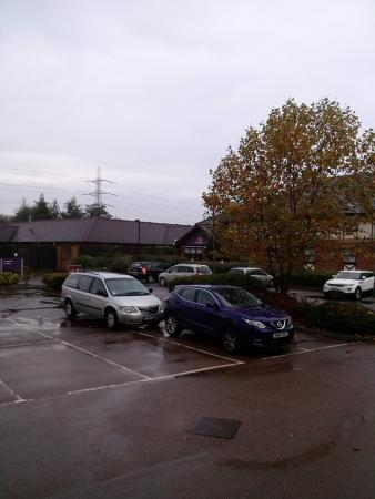 Premier Inn London Beckton Hotel: car park