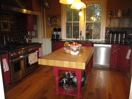 Beaufort House Inn: Kitchen area