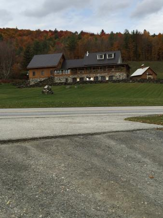 Amee Farm: Picture of farm from the road