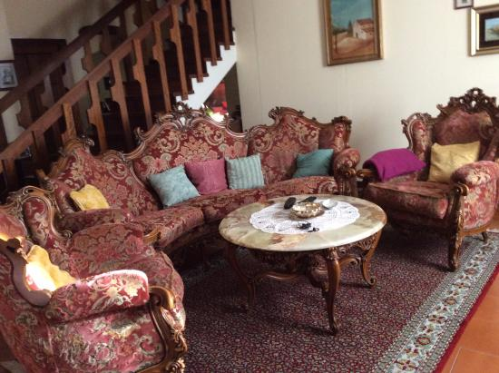 Villa Caterina: Morgenmad blev serveret ved et bord i denne stue