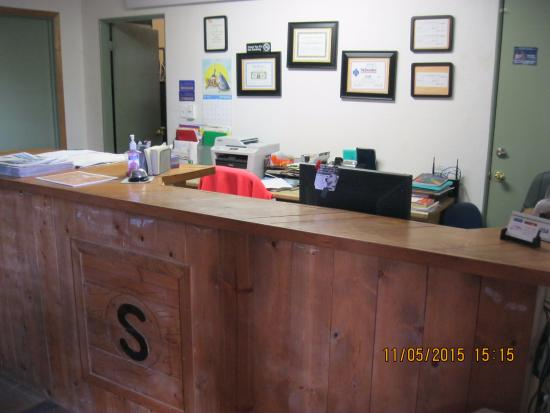 Front desk reception area @ Circle S Lodge