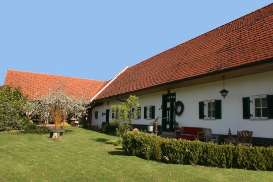 Feldbach, Αυστρία: Blick in den revitalisierten Innenhof beim Sonnenhaus Grandl