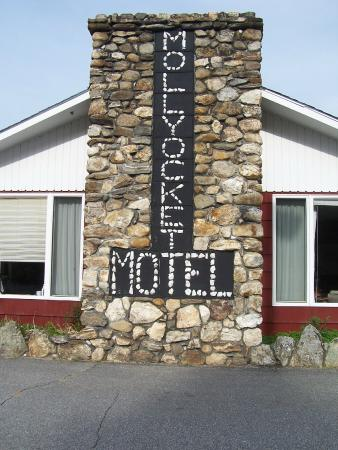 Woodstock, ME: Look for the Mollyockett Motel... and you will find us.