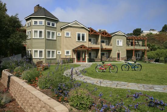 Avila Village Inn: Classic California Craftsman Architecture throughout