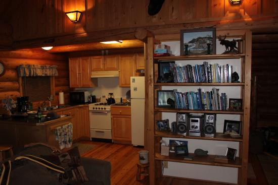Tustumena Ridge Cabins: Bear Cabin Kitchen