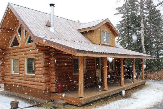 Tustumena Ridge Cabins: Bear Cabin in March