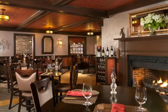 Lower Waterford, VT: Romantic fireside dining at Rabbit Hill Inn Restaurant