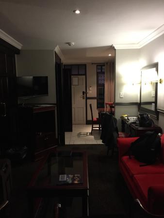 Court Classique Suite Hotel: Suite view again