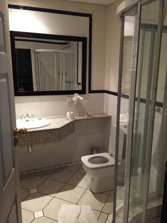 Court Classique Suite Hotel: Bathroom