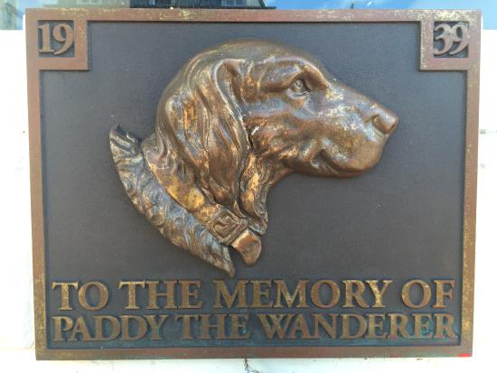 ‪Paddy the Wanderer Monument‬