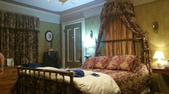 Holidae House Bed & Breakfast: 20151011_205806_large.jpg