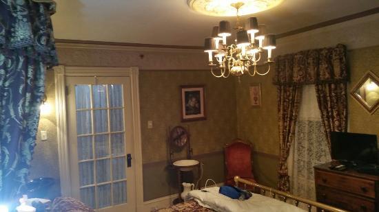 Holidae House B&B: 20151011_205830_large.jpg