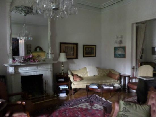 Hillard House Inn : The Music Room