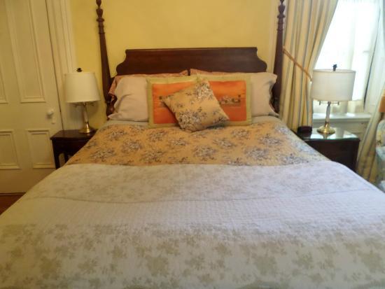 Hillard House Inn : The Gold Room