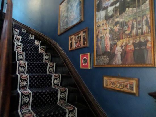 Hillard House Inn : Grand Stairway