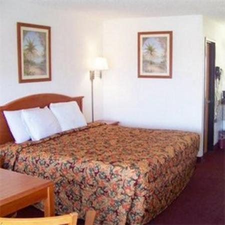 Traveler's Inn & Suites Oklahoma City Airport: Travelers Inn -Suites Oklahoma City Okbed