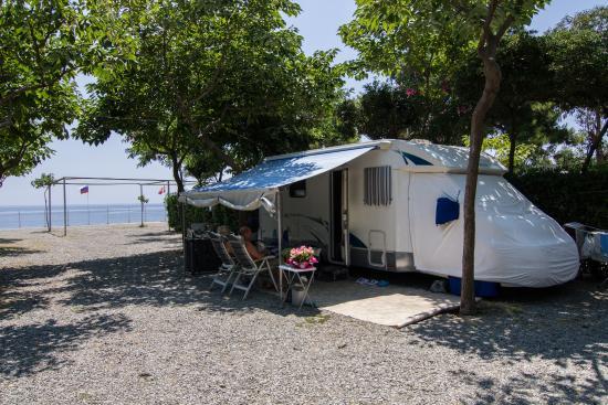 Camping La Focetta Sicula: Piazzole Ombreggiate