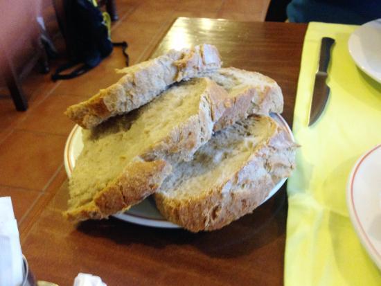 Lavacolla, España: homemade fresh bread
