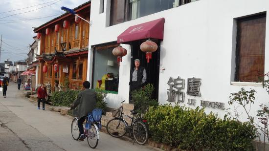 Lijiang Lu House Boutique Hotel: From the street