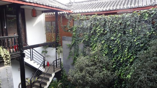 Lijiang Lu House Boutique Hotel: Courtyard Area