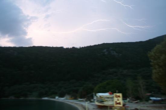 Stavros, Yunanistan: Polis Bucht Abendstimmung mit Gewitter