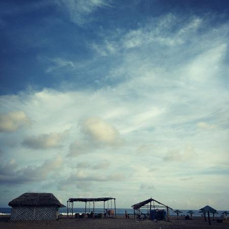 Pramod Convention & Beach Resort: Shack on the beach, fabulous for convenience!