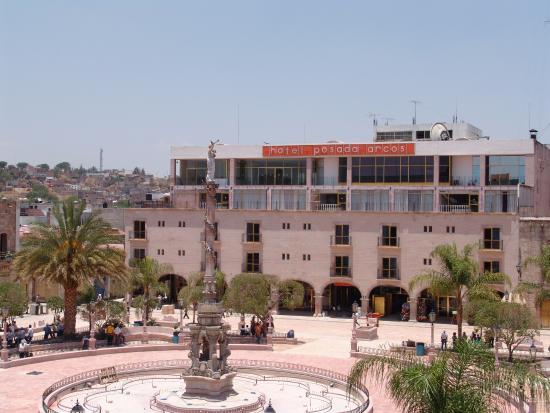 San Juan de Los Lagos, Meksiko: Fachada del hotel desde la plaza principal