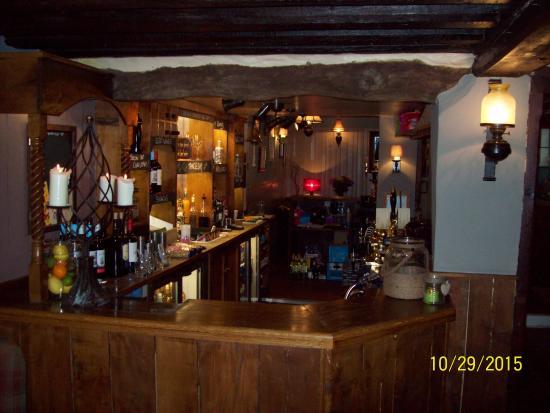 Winkfield, UK: Great bar