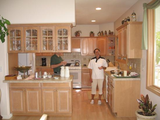 The Garden House Bed & Breakfast: Master chef Lil in the Kitchen