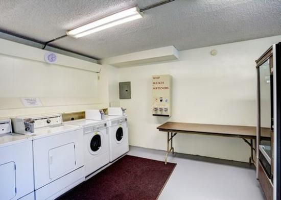 Motel 6 Butte - Historic City Center: MTLaundry Vending V